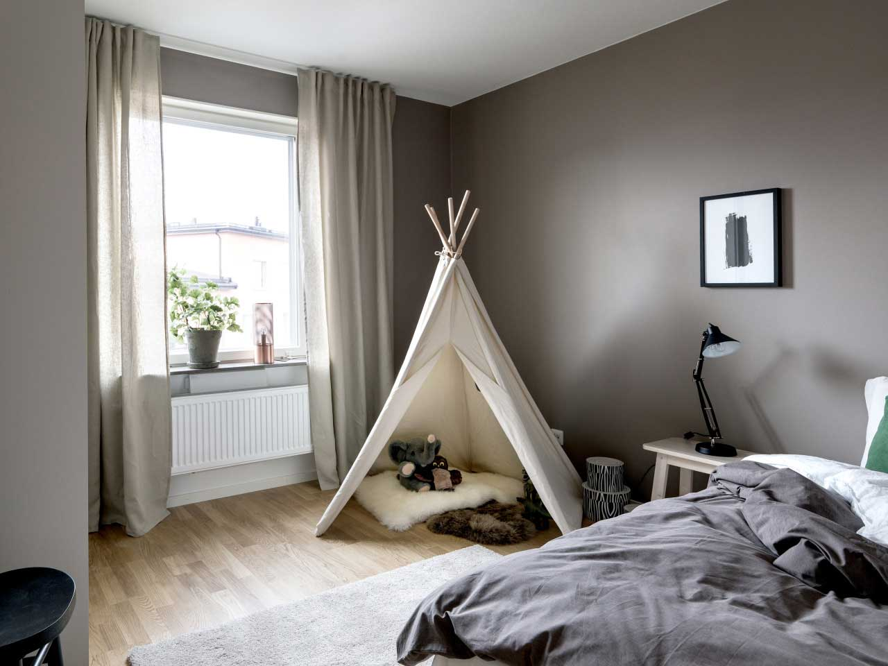 How To Make A Small Room Look Bigger 6 Sneaky Ways To Make A Small Urban Apartment Look Bigger
