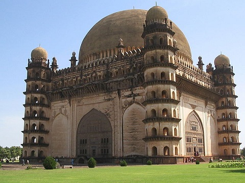 Indian architecture and real estate: Interesting facts and figures GolGumbaz